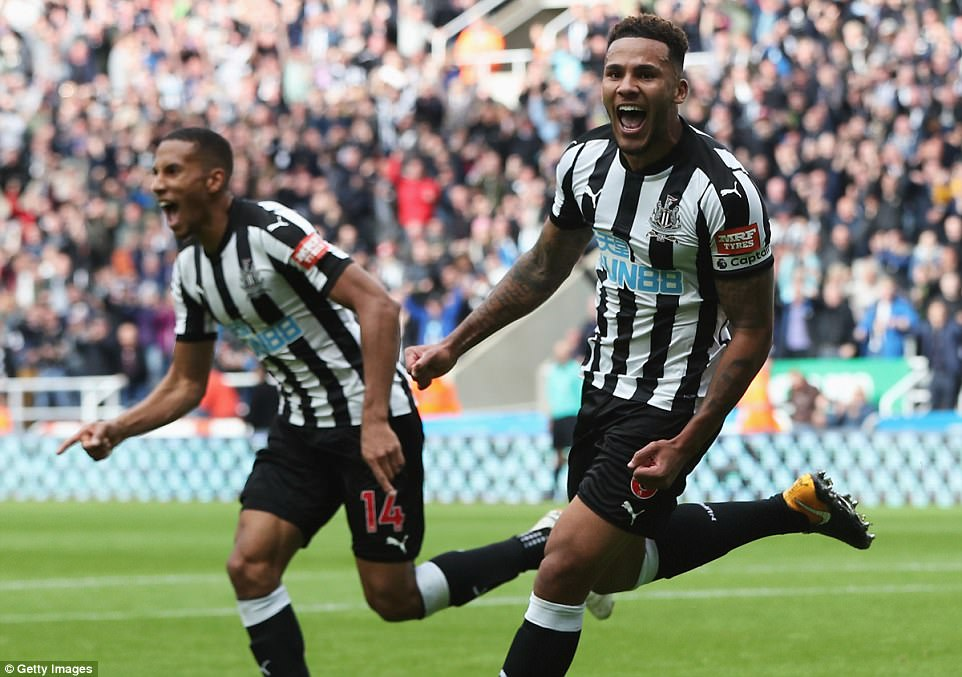 445A512000000578-4890746-Newcastle_United_captain_Jamaal_Lascelles_celebrates_after_makin-a-1_1505584148262