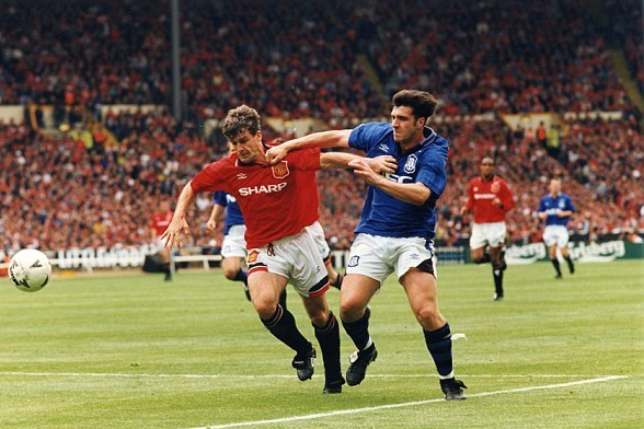 037e53bd000005dc-3587516-unsworth_played_under_royle_and_featured_in_the_1995_fa_cup_fina-m-16_1463077937616.jpg